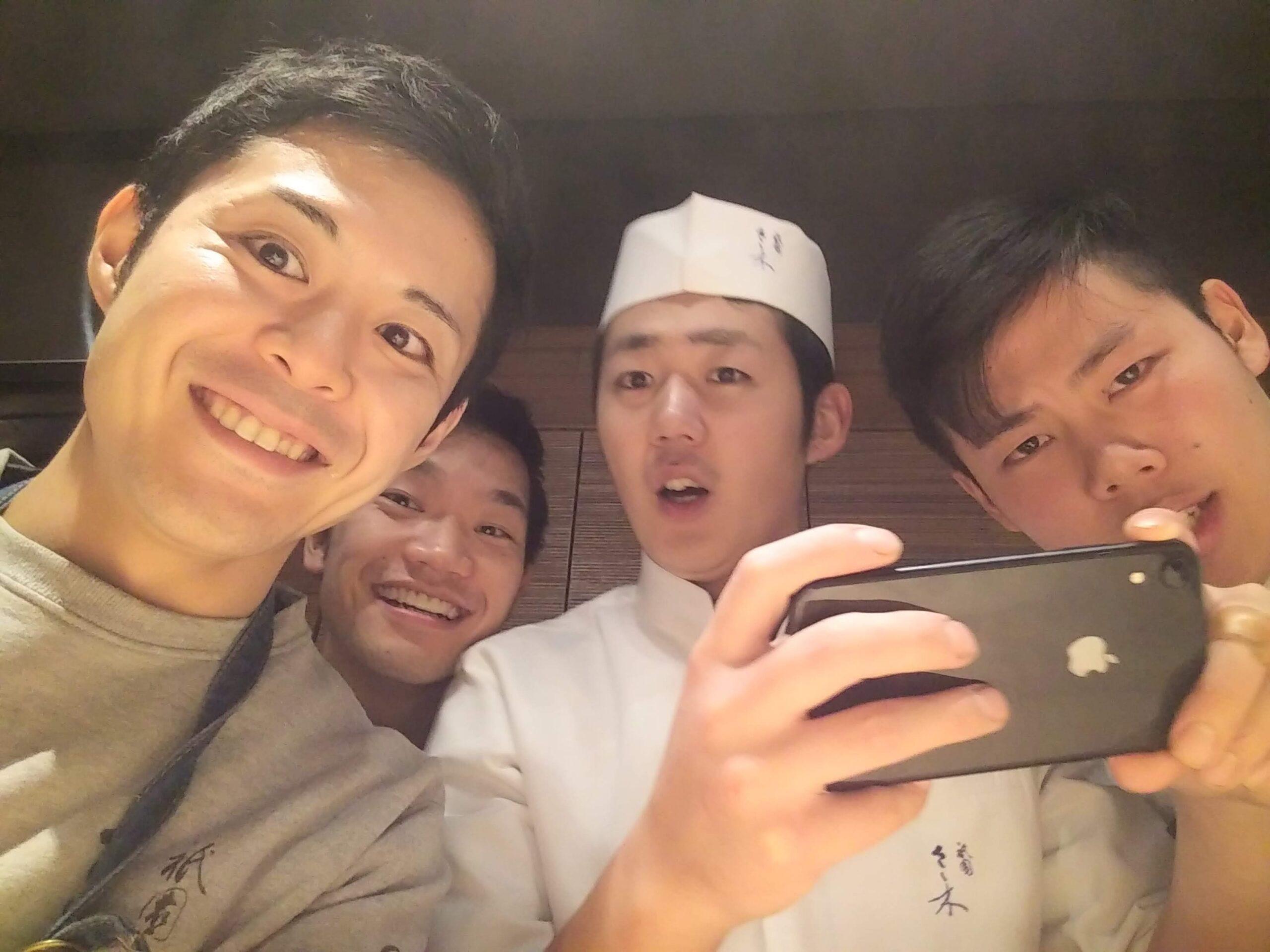 「祇園さゝ木」で働いていたころの職場の仲間との集合写真