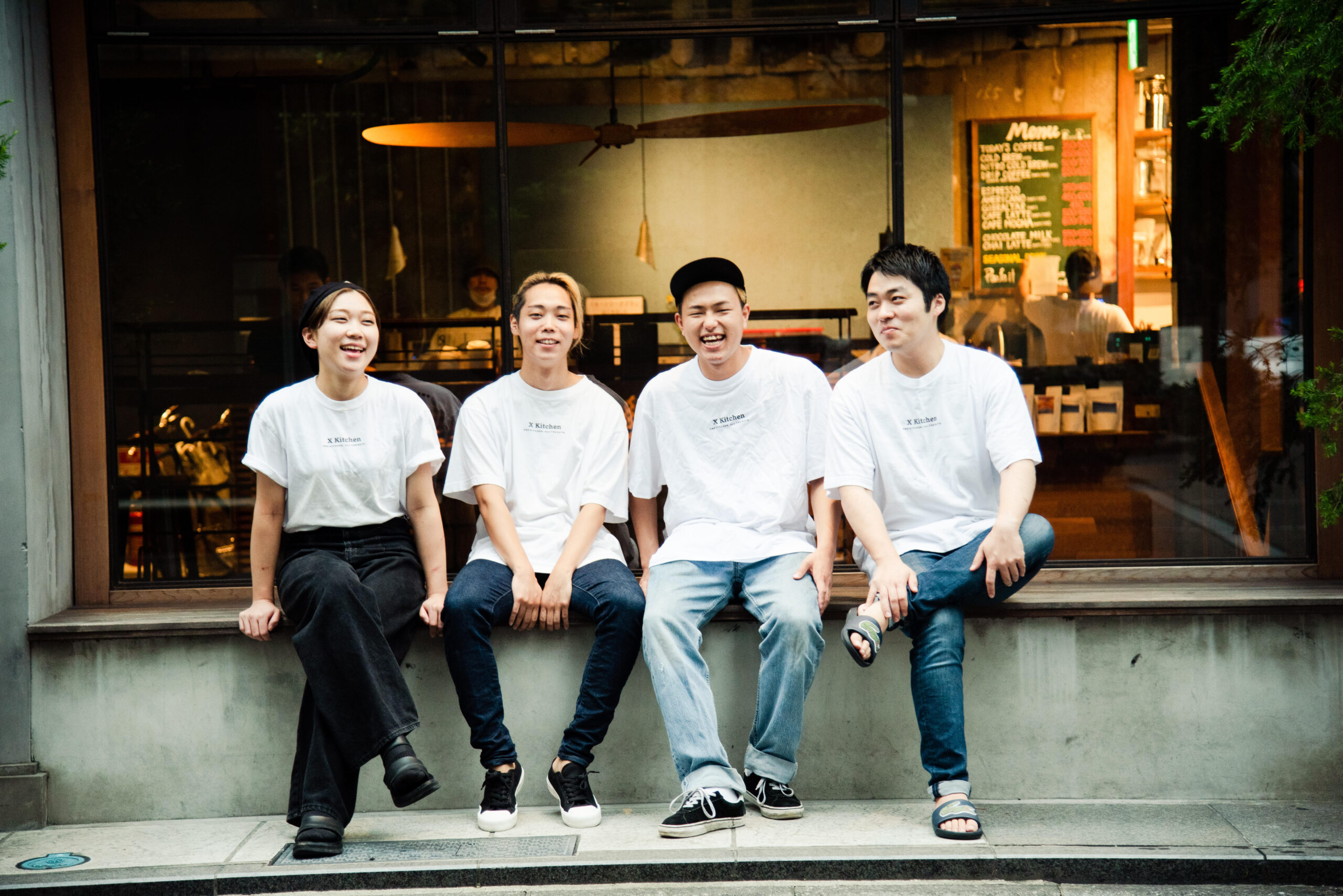 株式会社X Kitchenの社員4名の写真